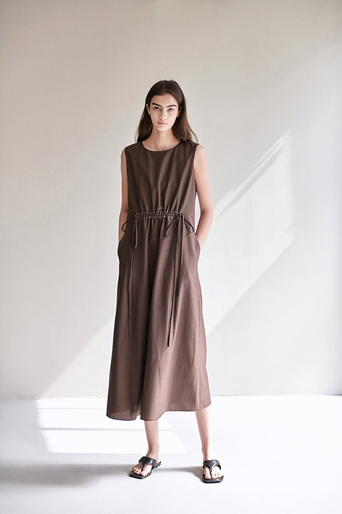 [SUMMER WOOL] STITCH SLEEVELESS ONE-PIECE (BROWN)