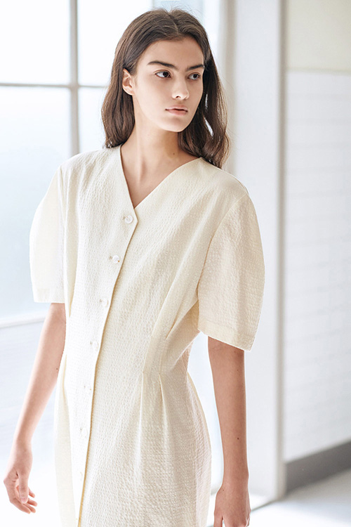 [SUMMER WOOL] SEER SUCKER VOLUME ONE-PIECE (CREAM)